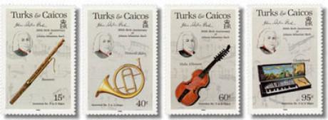 Auf vier leicht grauen hochformatigen Briefmarken ist jeweils oben links das gleiche Portrait von Johann Sebastian Bach, daneben und tiefer sind vier Instrumente.