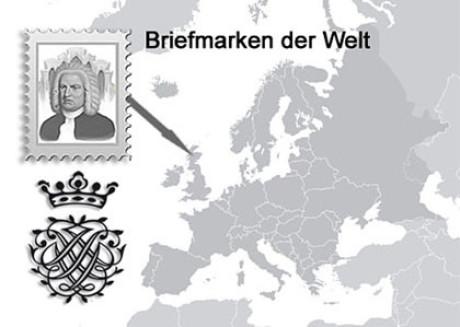 Im Bild sieht am eine Karte. Land ist grau, das Wasser weiß. Dazu die stilisierte Briefmarke mit Bach Portrait in grau. Dann ist da das grafische Bach Siegel. Ein Pfeil zeigt nach Schottland.