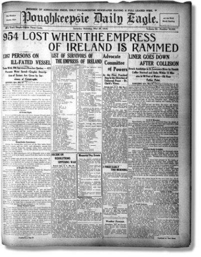 Das Foto zeigt eine alte Kopie der US-Zeitung Poughkeepsie Daily Eagle mit der großen Überschrift 954 Tote beim Untergang der Empress of Ireland. Das Titelblatt wirft auf weißem Hintergrund einen klei