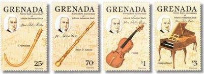 Im Foto sieht man 4 Bach-Briefmarken nebeneinander aus Grenada. Alle werfen einen Schatten, 4 Instrumente sind abgebildet und jeweils der Kopf von Johann Sebastian Bach. Es sind verschiedene Werte.