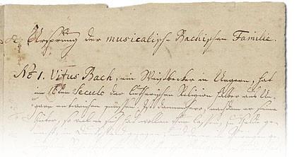 Man sieht im Bild die erste Seite des Ursprung der musicalisch-Bachischen Familie, ein Dokument auf altem Papier, nach unten bei etwa Zeile 5 verblasst das Bild. Die Zeilen sind alte Handschrift.