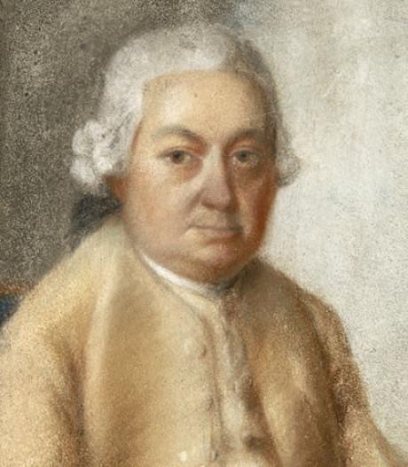 Carl Philipp Emanuel Bach in einem beigen Gesamt-Gemälde. Er trägt eine offene Jacke, Perücke. Sein Alter geschätzte 35 Jahre. Er sieht zur Kamera. Es ist ein bekanntes Werk.