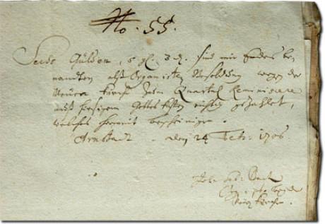 Im Foto eine halbe historische Seite mit Bachs Handschrift: die Ziffer und No. 55, dann etwa 5 Zeilen, dann JSBs Unterschrift. Das ist aber nicht aus dem Ursprung. Braune Tinte, der Rand zerfleddert.