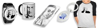 Man sieht in einem extremen Querformat 5 Musikergeschenke mit dem Portrait des Könners. Von links sind das eine Uhr, eine Tasse ein Smartphone-Case, ein Schlüsselanhänger und ein T-Shirt.