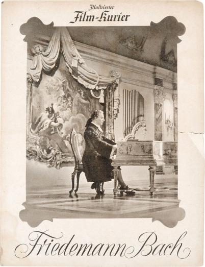 """""""Friedemann Bach"""" titelt ein Filmplakat, in dem man Wilhelm Friedemann Bach am Klavier sitzen sieht. Es ist in schwarzweißer Farbe und das Klavier steht in einem sehr barocken Raum. Über dem Bild liest man """"Illustrierter Film-Kurier""""."""