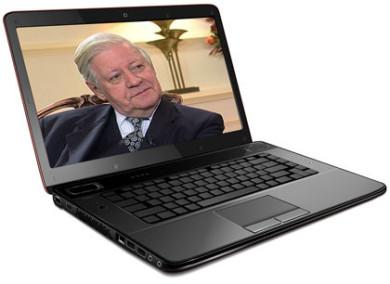 Das Bild zum Zitat zu Bach: Im Farbfoto schmunzelt Schmidt sympathisch - nicht zur Kamera. Im Hintergrund eine goldene Lampe. Er in dunklem Jackett, Krawatte. Das Ganz auf einem Laptop montiert.